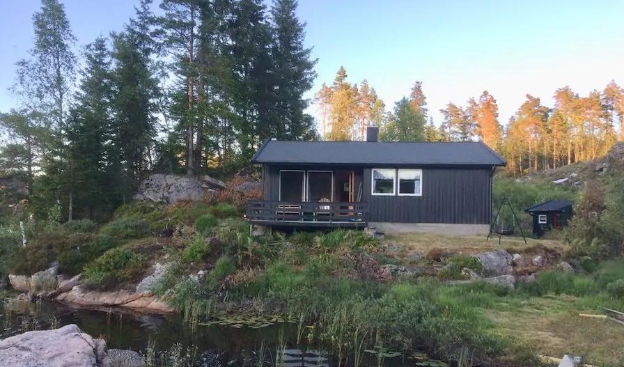 618 Lindesnes, Vest-Agder. Norway. Hund ok. Båter.